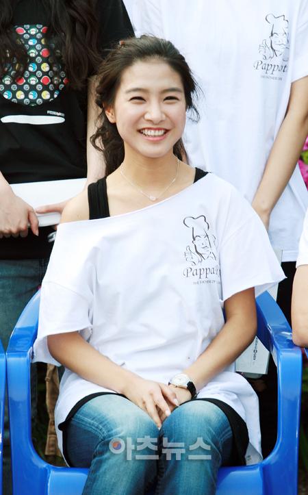 Kim So Eun Smiley Face