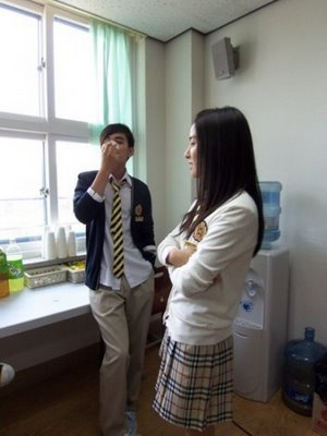 Yoo Seung Ho & Kim So Eun in Third Period Murder Mystery.