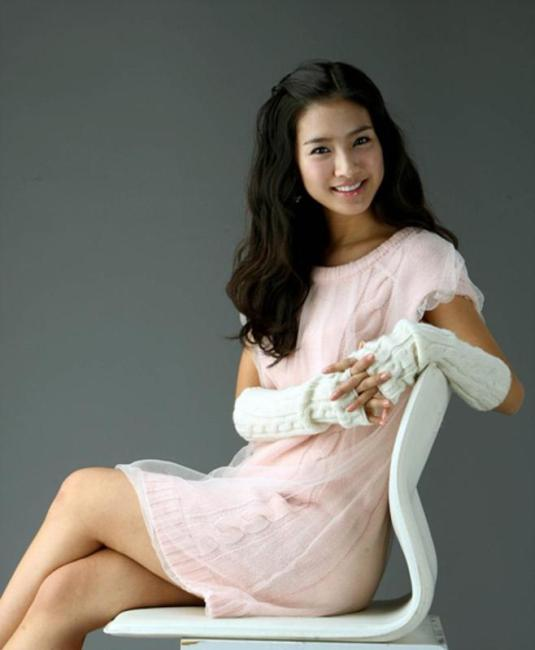 Kim So Eun in pink