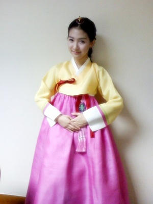 Kim So Eun in Hanbok (Selca)