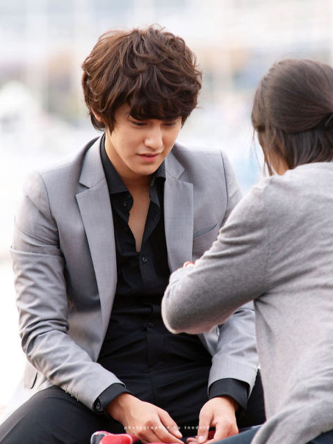 Kim Bum so gorgeous in suits