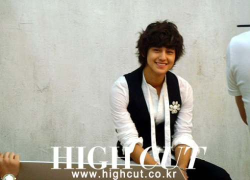 Kim Bum behind the scene in High Cut.