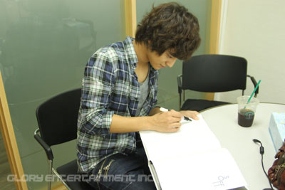 Kim Bum Signing.