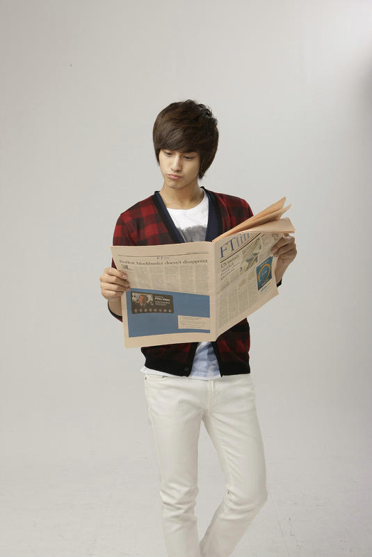 Kim Bum reading newspaper.