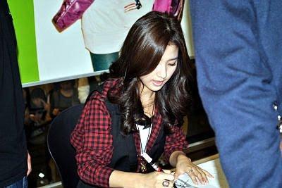 Fan signing